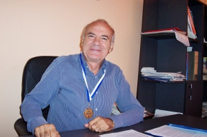 Datcu, medalie Congres filosofi 2010 100_0329