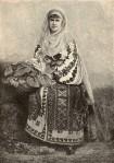 CarmenSylva, Regina Elisabeta a Romaniei imbracata in costum national