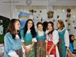 in costume bulgaresti